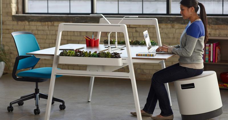 Bivi-Table-Cobi-Chair-Buoy-people-13-0006863.DL