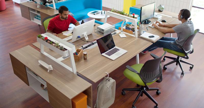 Bivi-Tables-Cobi-Chairs-people-13-0003902.DL