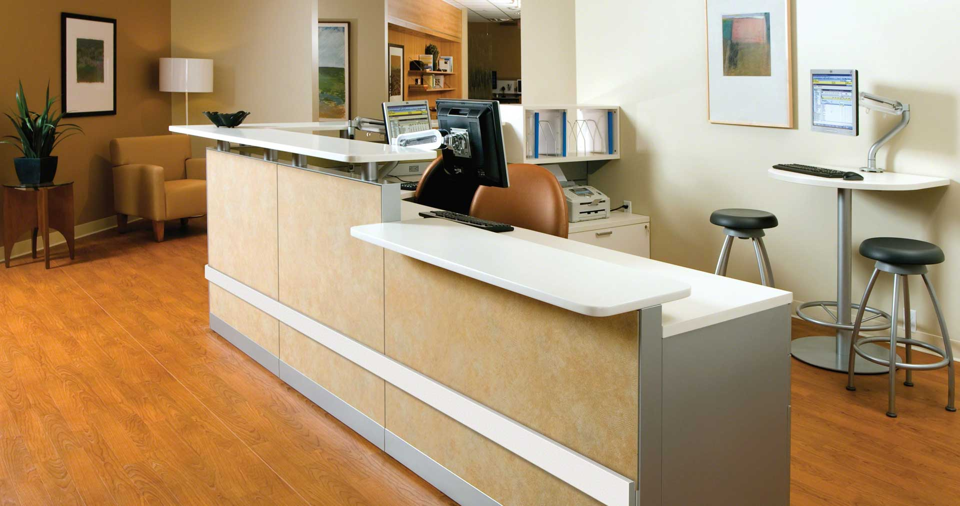 Montage-Systems-Exchange-Tables-Criterion-Chairs-Verge-Stools-08-0003595.DL17