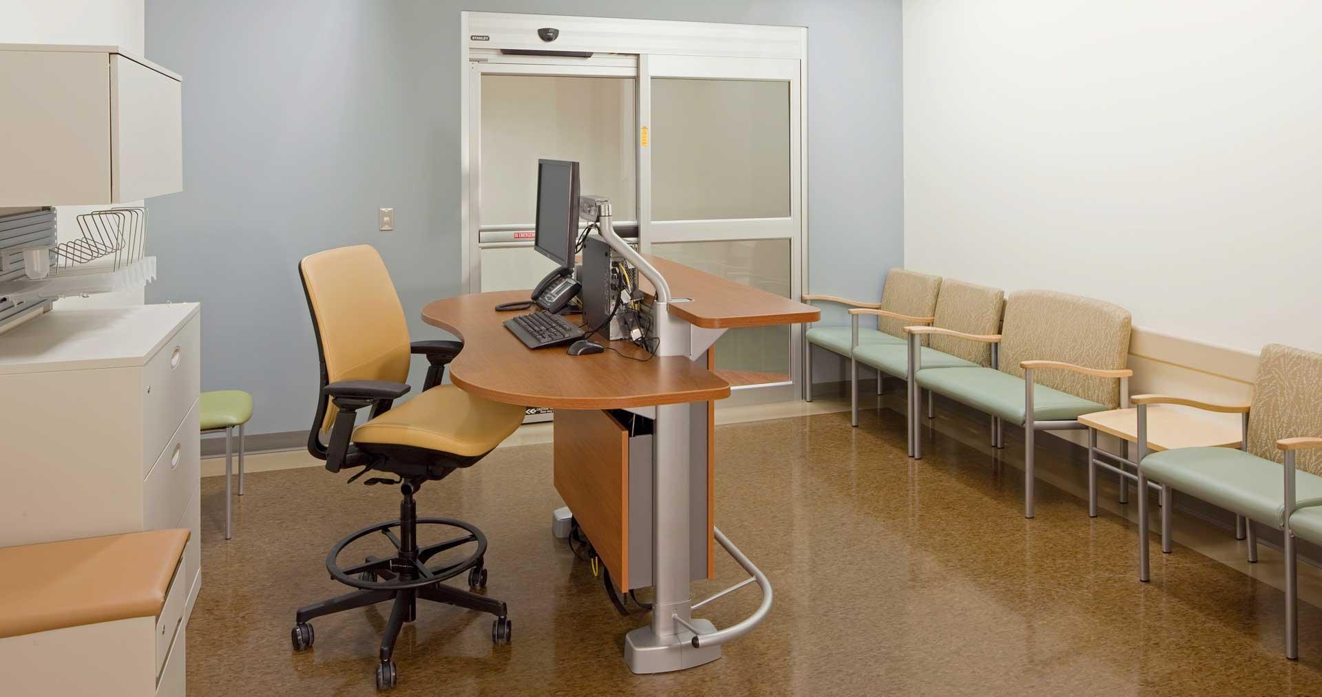 Sync-Systems-Aspekt-Chairs-Amia-Stool-10-0002430.DL17